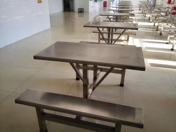 4人连体不锈钢餐桌
